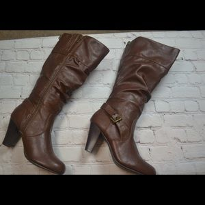 Guess 8.5 Wide Shaft Brown Heeled Buckle Boots